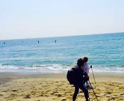 サーファーを横目に砂浜を